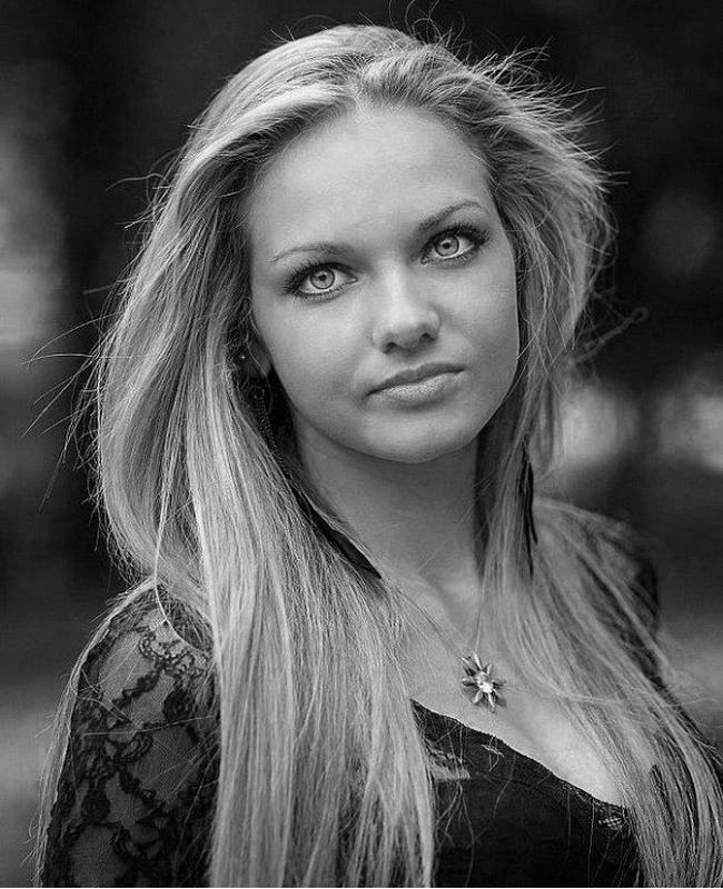 Нанси КарабойчеваНай-красивата българка за 2013 година в конкурса Мис България.