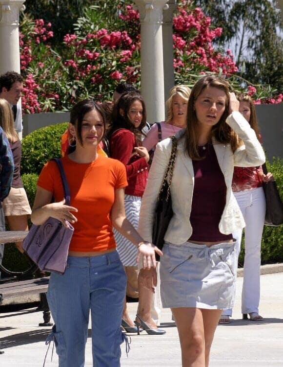 Урок #1 Училищната чанта (знаете, за всички тетрадки, химикали, пищови и учебници) е всъщност Haute Couture. Мариса залага на Chanel В-И-Н-А-Г-И (сякаш съществува друго?!)