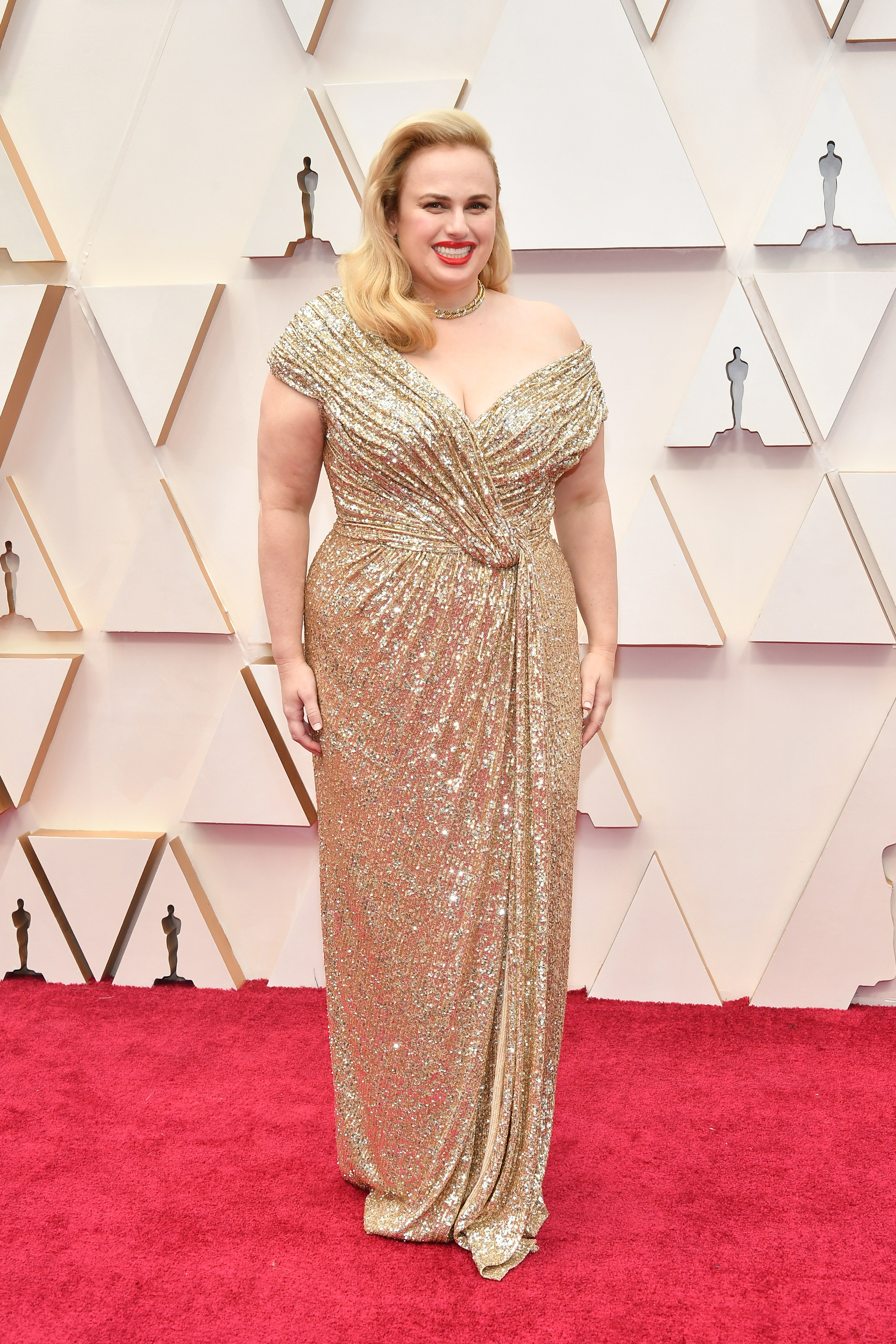 Ребъл Уилсън в Jason Wu Силуетът на роклята е удачен избор, а цялостният стайлинг в стил стар холивудски блясък кара блондинката да сияе.