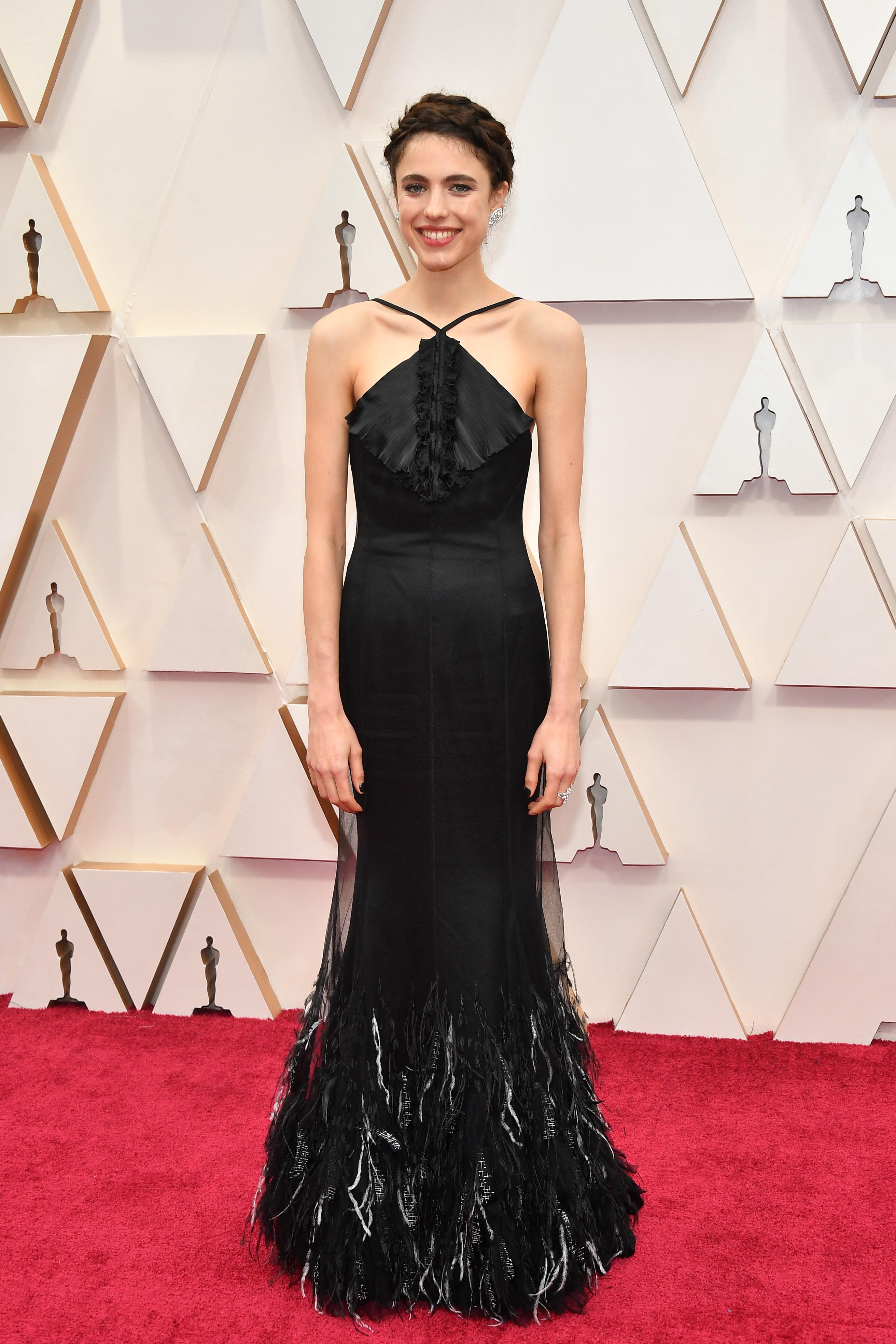 Маргарет Куали в Chanel  Нежна е като перце. Семплата, но елегантна визия отива на възрастта й.