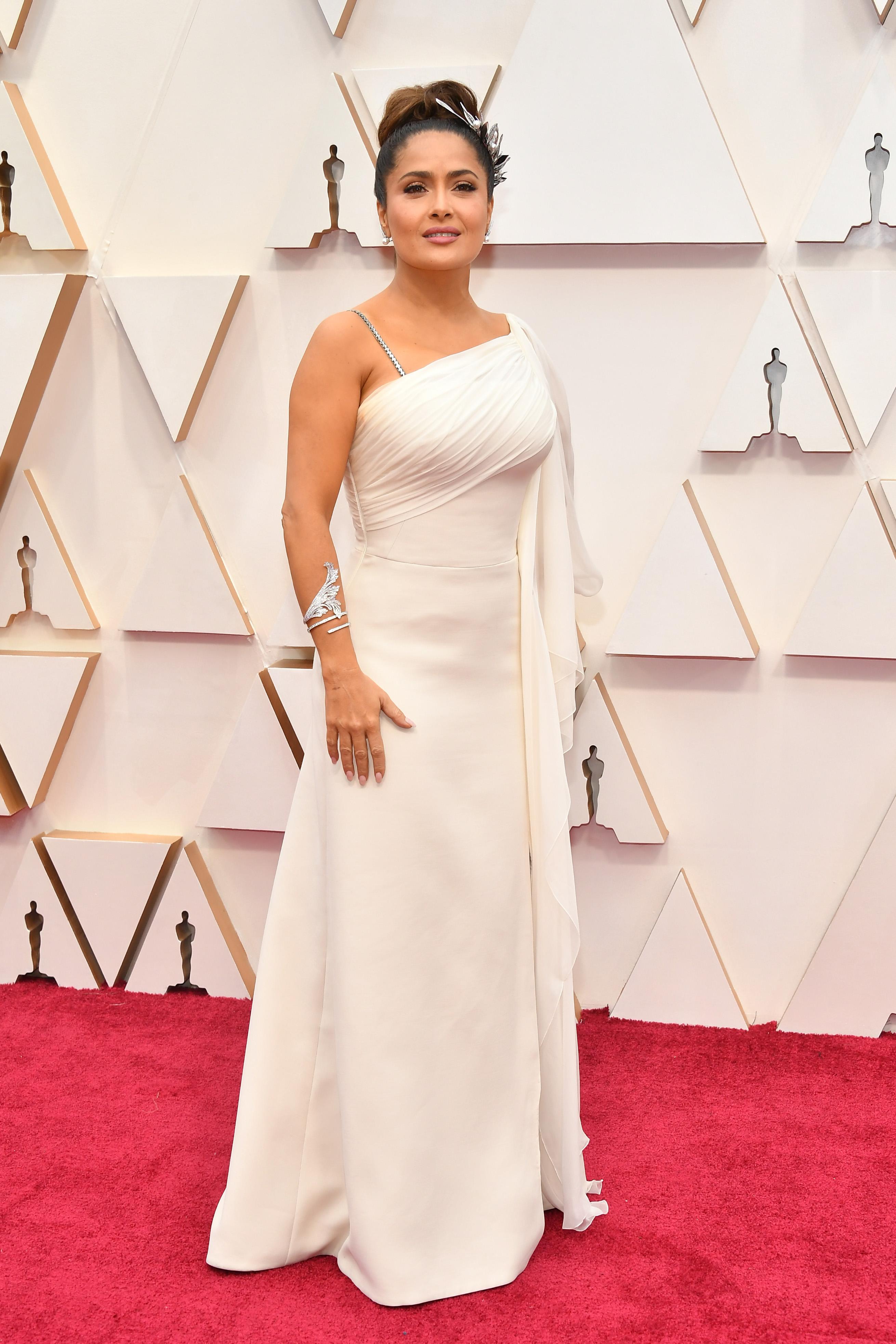 Салма Хайек в Gucci Салма вероятно завинаги ще остане в списъка на най-зле облечените, въпреки неизчерпаемият източник на дизайнерски дрехи, който съпругът й осигурява.