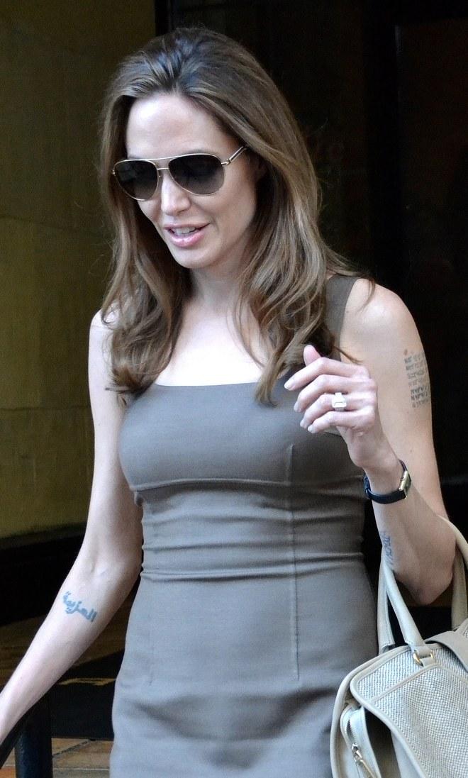 Анджелина Джоли  $500,000