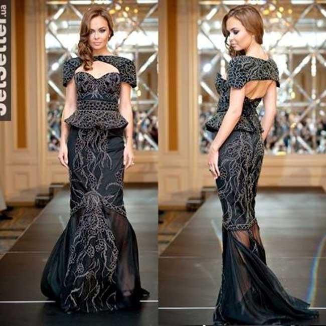 """4. Черната диамантена рокля на Debbie Wingham - 5.5 милиона долара """"Отровни"""" водорасли като инспирейшън?  Може би?  Не знаем? Половин година пропиляно време за тази """"красота"""", ужас. 13-килограмовата черна рокля, извезана с хиляда черни и бели диаманта, е презентирана на модното й ревю в Киев, Украйна. По-добре насочи парите към талантливи дизайнери, когато ти не можеш да създаваш естетика, съвет до теб, мила Debbie Wingham, отстъпи за младежкия потенциал, с който разполага планетата."""