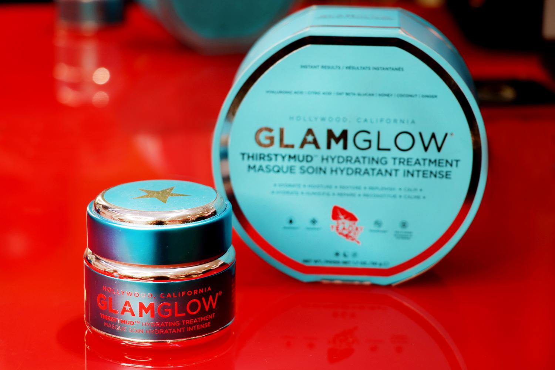 Glam Glow THIRSTYMUD™ хидратираща маска, от 99лв. на 74,25лв. Маската е страшно добра, с лека текстура и много деликатен загряващ ефект. Придава на кожата точното количество хидратация, без да омазнява прекалено.