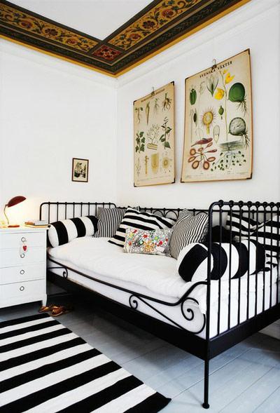 Американски уютВ американския дом се залага на уюта в най-топлата му форма - топли цветове, топли материи, много детайли - лампи, картини, килимчета.