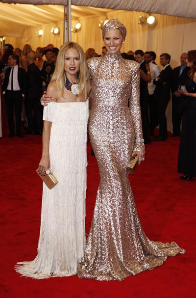 Рейчъл Зоу в своя дизайнерска рокля на Met Gala 2012