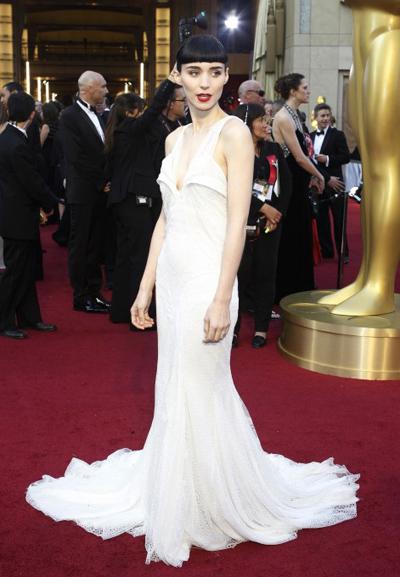 Рууни Мара на наградите Оскар 2012. Отново прекрасна рокля на Givenchy Haute Couture.