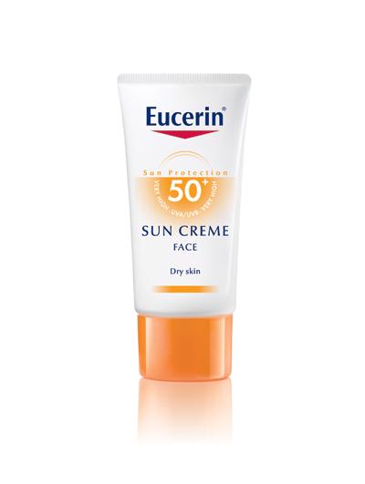 Eucerin Sun Cream Face SPF 50Водоустойчив крем, който предпазва кожата от фотостареене и пигментни петна. Клинично доказана поносимост, дори при атопична екзема. Заради високата си слънцезащита кремът е подходящ за употреба след пилинг и лазерни терапии. В допълнение към ефективната UVA/UVB защита, Eucerin® разработва и уникална биологична защита с естествения антиоксидант Ликохалкон, който ефективно защитава клетките в дълбоките слоеве на кожата от фото увреждане. Нанеся се обилно върху кожата на лицето преди излагане на слънце и повторно на всеки два часа.26,60 лв.