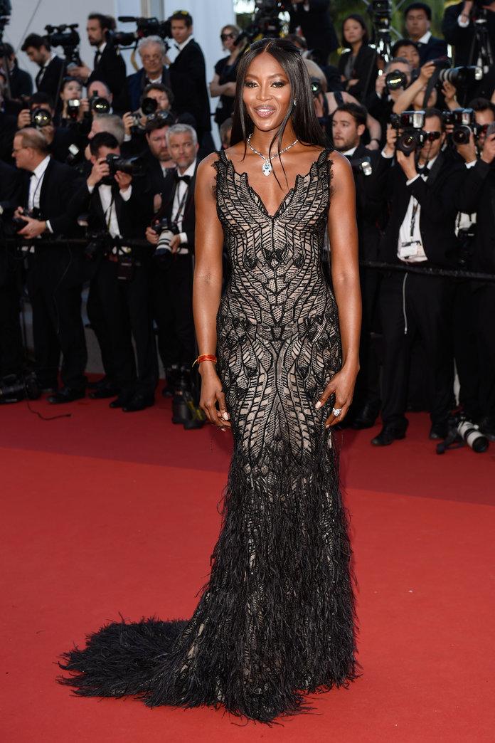 И на 47 години Кембъл все още е световноизвестна фешън звезда. През 2010 година Dolce & Gabbana отпразнуваха с разкошно парти и лимитиран тишърт 25 годишнината от кариерата й. Наоми, също така, е посветена на всевъзможни благотворителни организации и редовно организира различни събития и модни ревюта чрез които да подкрепя каузи.