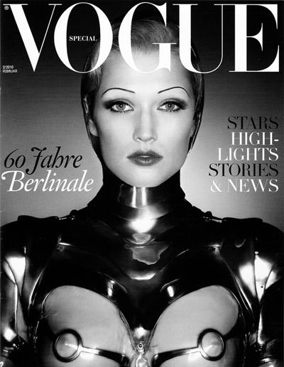 На корицата на февруарския Vogue през 2010 година. Снимана е от Карл Лагерфелд
