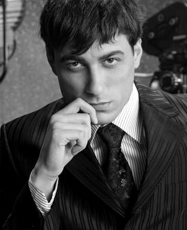 Владимир КарамазовБългарският театрален актьор е много хубав мъж. И много талантлив. В последната година се снима в сериала