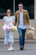 Гарет Хедлънд и Ема Робъртс Разделена с Евън Питърс, с когото имат бурна 7-годишна връзка, Ема Робъртс (28) намира утеха в ръцете на Гарет Хедлънд (35).
