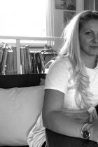"""Най-красивите българи за 2018-а година - Правда Найденова и Добри Данков, в interVIEWSOFIA: Тя: """"Няма само една най-красива дума за любов, но първата, за която се сещам е Всеотдайност"""". Той: """"Обратното на красиво е ... нестандартно. И поради тази причина също така интересно""""."""