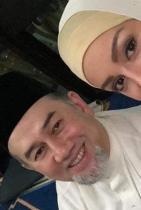 Мис Москва и крал Мухамед от Малайзия Първоначално си мислихме, че едва ли парите имат значение и 25-годишната е истински влюбена в 49-годишния крал, но два месеца по-късно двамата вече са подготвили документите за развода си, а близък до семейство разкрива, че двойката не спира да се кара.