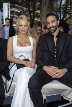 """Памела Андерсън и Адил Рами В социалните мрежи актрисата публично обвини гаджето си - 33-годишния Адил Рами, в изневяра, наричайки го директно """"чудовище""""."""