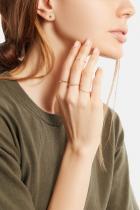 #9 Хубави бижута С такъв дизайн, че да може да ги комибинирате както с кежуъл аутфит, така и с по-официален такъв. А и каквото и да си говорим, красивите жени имат нужда от красиви пръстени, обици, гривни и ощ...
