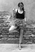 Рая Пеева Обичаме Рая да ни гостува в Редакцията, защото всеки път ни събира очите с жестоките си аутфити и обувки! Дрезгавият й секси глас пък звучи брутално яко на екран, а и на театрална сцена - за това филмите и представленията с участието на младата актриса НЕ са за изпускане, нито пък ЛЮБИМИТЕ й ПЕТ ПАРЧЕТА!