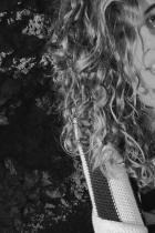 Божидара Йонова  Няма как с майка като Белослава да останеш незабелязан и обикновен! Божидара определено показва, че е наследила упоритостта на майка си и макар доста млада, вече има собствен бранд зад гърба си - SQUARE - младежка, но и не само, линия за дрехи, много готина при това!