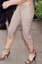 3/4 панталони На снимката тези на Виктория Бекъм /Да, да не повярва човек, че модната дизайнерка е носела такива едно време/. Ужасяващ дизайн, който не може да наречем нито шорти, нито панталони. Искрено се надяваме на нито един от креативните да не му хрумне да ги връща отново на мода или поне не в този им вид.