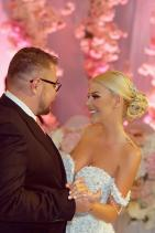 сем. Гущерови В това семейство красотата е ценност! След пищната сватба, която Светлана и Християн вдигнаха в началото на този месец, коментарите не спират да валят, което неминуемо ги прави гореща двойка.
