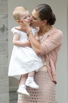 2013 Принцеса Виктория на Швеция и дъщеря й принцеса Естел