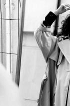 """Белослава Хинова  Бел е на 17, зодия Дева; най-популярното име сред runway моделите ни в момента. Новата Креативна директорка на Chanel съзира """"новото лице на Шанел"""" в крехката Белослава, затова и моделът не не е пропускал ревю от година насам. Миналият сезон се разписа и за Dolce & Gabbana, Sportmax, Dior, Emporio Armani, Giambattista Valli и Off-White. Иначе учи в Приложното училище, иска й се догодина да поснима в Америка; обмисля да учи в Париж или Лондон, но дотогава ни е обещала редовно да ни гостува - както ТУК.  сн.: View Sofia"""