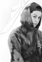Богдан Плъков  Богдан Плъков е българинът, който не само снима за Off-White, The Attico, както и лицата на сестрите Хадид, Наоми Кембъл и Кая Гербер, но и бе посочен като един от 100-те артиста за следене от British Fashion Council в списъка им с New Wave: Creative за 2019-2020. Живее и твори в Милано, но често си идва в България, за да поснима,Евелин, например. Страшно креативен, пробивен и отзивчив - да напомним и оттук, обещал ни е среща!  сн.: @chilldays
