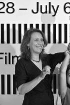"""Кристина Грозева и Петър Вълчанов Най-известната двойка сценаристи-режисьори у нас спечелиха това лято """"Кристалния глобус"""" в Карлови Вари за филма си """"Бащата"""". Успехът е безапелационен: фестивалът в Карлови Вари има висок рейтинг, а конкурсната селекция от 12 филма тази година се смяташе за много сериозна. Кристина Грозева и Петър Вълчанов получиха голямата награда за третия си съвместен пълнометражен филм, след като вече имат към 90 други награди за предишните си страхотни творби: """"Урок"""" (2014) и """"Слава"""" (2016). сн.: Словомир Кубеш"""