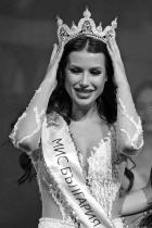 Радинела Чушева Момичето стана Мис България 2019. Това е причината да е тук, имаме уважение към наличието на България в името на конкурса. Иначе твърди, че съжалява за корекциите /много млада ги е правила/, на 23 е и учи Журналистика в УНСС. сн.: БТА