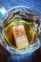 Ръчно изработени дъбови кубчета за уиски WooWhiskey, които обогатяват напитката с автентичен дъбов аромат, сякаш току-що сте си налели от бъчвата. Могат да се ползват за дълъг период от време. Цена: 29 лв.