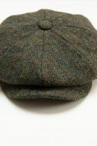 Ръчно плетен, водоустойчив, много мек и вечен каскет. Класиката в мъжките шапки си остава каскетът, а този е на Captain Fawcett. Цена: в момента намален на 144,41 лв.