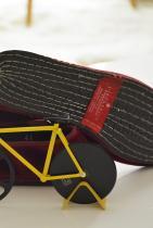Домашни пантофки, от Венеция, чиято подметка е направена от гума на велосипед.