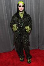 Били Айлиш  На тазгодишните Grammy 18-годишната певица, номинирана за шест награди, се появи облечена в зелено-черен костюм Gucci, комбиниран с обеци, ръкавици, и безумно дълги зелени нокти. Типично в неин стил.