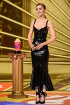 """Лили Колинс Актрисата от """"Емили в Париж"""" прикова към себе си всички погледи с тази феноменална латексова рокля Saint Laurent на филмовите награди на MTV. Hot stuff!"""