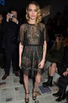 Кара Делевин  В рокля Dior за шоуто Dior Autumn/Winter 20.