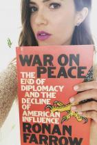 Манди Мур Ти да видиш, Мани е подбрала за четиво ангажиращата War on Peace: The End of Diplomacy and the Decline of American Influence на Ронан Фароу.