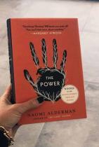 Оливия Уайлд Честно да си признаем, и ние с удоволствие бихме прочели The Power от Наоми Алдерма, която според мнозина удивилтено напомня на The Handmaid's Tale на Маргърет Атууд от 1985-та година.