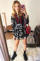 Oще една pregnant вариация на лейди Ферани. Стрийт-шикозно поведение, обединяващо флорален, фолк десен в стилно комбо с груби обувки.
