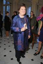 Тъмно син базис, идеална основа за цветно наслагване. Жакардово палто с отговаряща кройка за мадамата, отлично стилизирано във визия, адекватна на професията и възрастта.