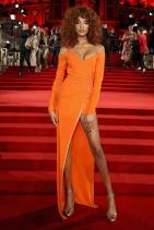 Джордан Дън в Versace