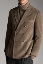 Сако Massimo Dutti За бизнес мъжете - сакото от памучно-кашмирена смес в цвят каки ще се превърне в новото любимо модно изделие за страхотно сладки и успешни сделки. Цена: 499 лв.