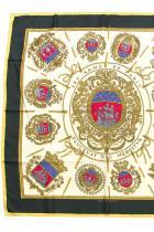 Копринен шал Hermes Класика в жанра от Hermes с особено висока стойност, именно защото е винтидж. 876 лв.