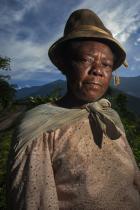 Себастиан Белаустегуи Самоук фотограф от 1991 г. той се посвещава на снимането на коренните култури по целия свят. За първата си книга Пазители на времето: Портрети на духа на Латинска Америка с пролог на Нобеловия лауреат Хосе Сарамаго, той е обиколил 8 страни и е живял в 25 местни общности. Тази работа му отнема десет години.
