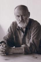 """Борис Христов снимка: Wikipedia """"Той има белег на челото си и сяда винаги на края.//Дори когато е висок, самотният човек е малък"""", гласят първите два стиха от """"Самотният човек"""" на големия български писател, белетрист и сценарист Борис Христов. Често го наричат """"най-талантливия поет на младата българска генерация"""" и неслучайно - стиховете му топлят сякаш отвътре и след себе си оставят дълъг послевкус. Покланяме се доземи пред Таланта на Христов и продължаваме да четем, препрочитаме, мечтаем..."""