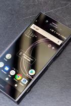 Телефон Sony Xperia XZ1. Стилен и елегантен Sony дизайн с гладка повърхност, който ляга перфектно в чантата и ръката.