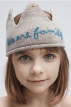 """Бродирана корона """"We are family"""" Супер оригинална от 100% алпака вълна. Цена: 103,00 лв."""