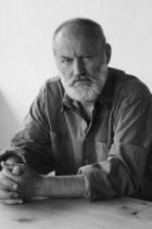 """Борис Христов """"Той има белег на челото си и сяда винаги на края.//Дори когато е висок, самотният човек е малък"""", гласят първите два стиха от """"Самотният човек"""" на големия български писател, белетрист и сценарист Борис Христов. Често го наричат """"най-талантливия поет на младата българска генерация"""" и неслучайно - стиховете му топлят сякаш отвътре и след себе си оставят дълъг послевкус. Покланяме се доземи пред Таланта на Христов и продължаваме да четем, препрочитаме, мечтаем... снимка: Wikipedia"""