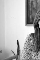 Гергана Мудова Двигател на съвременното изкуство у нас... или, иначе казано, главен виновник за едни от най-готините изложби в София, и не само. Гати може да изглежда като Ледена кралица, но всъщност е изключително топъл и мил човек! Фондация Музис, която ръководи, само тази година ни подаридве от най-добрите майсторски фотографски изложби, представяни у нас - тази на Мери Елън Марк и тази на Арнолд Нюман, която все още имате време до 9ти декември, за да видите! снимка: View Sofia