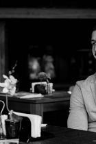 """Константин Трендафилов Не знаем как е по-коректно да включим Константин в Класацията - като писателя, креативния директор или като alter ego-то му, Papi Hans. Май ще е последното, като най-заслужило през последната година. То не беше кекс, пък после участия, турнета, връзки, нови песни, раздели, Къщи… Неслучайно стана нашиятНай-красив българин през 2016-та, вижте как """"супер палаво"""" се развива музикалната кариера на Коцето. Писането не сме сигурни на кой план остава, но… снимка: View Sofia"""