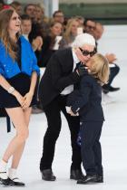 Кара Делевин, Карл Лагерфелд и Хъдсън на ревюто на Chanel Пролет/Лято 2016